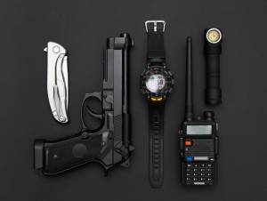 pocket knife for police with other equipment
